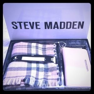 *New* Steve Madden Blush Scarf and Wallet gift set